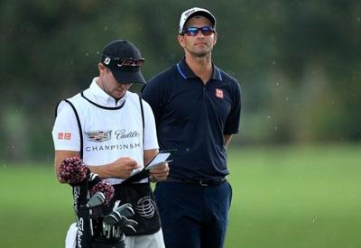 Elegant gentleman, you should prepare a set of golf clothes